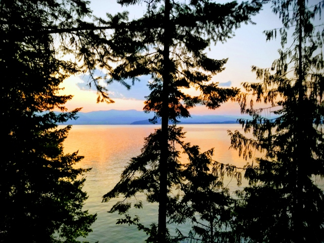 Sunset over the lake, Northern Idaho, August 2018: vacation time for Max and Jane